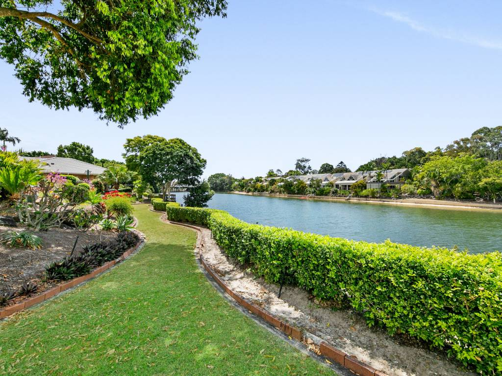 http://Cypress%20Gardens%20Retirement%20Living%20waterfront